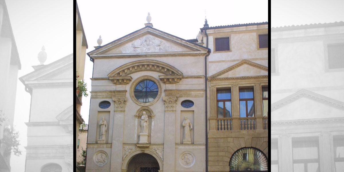 """2007 settembre – Facciate di Casa Pigatti-Nado (sede dell'istituto """"Rezzara"""") e della Chiesetta delle Grazie"""