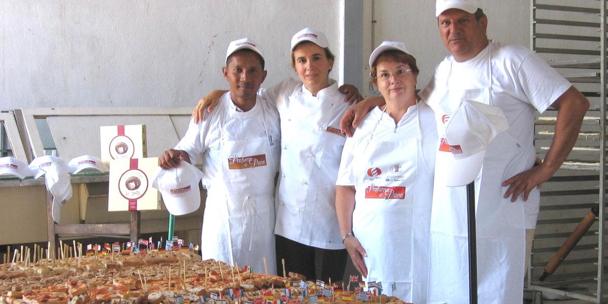 "2007 – Due panificatori in Madagascar per insegnare ""L'Arte Bianca"""
