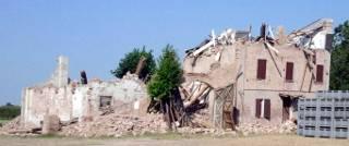 Danni in Emilia in seguito alle scosse del 2012 - Foto Tizianok