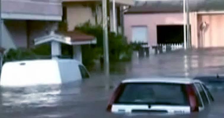 Un'eloquente immagine dell'alluvione in Sardegna tratta da un video
