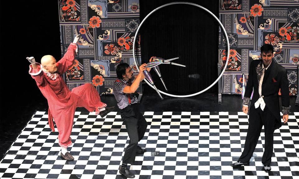 Un momento de «La riscossa del clown» della compagnia francese Madame Rebiné di Tolosa