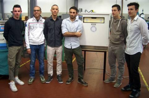 Il gruppo vincitore con il prototipo del progetto