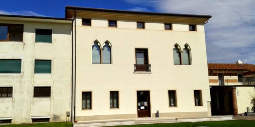 La Biblioteca di Rosà a palazzo Dolfin Casale - Foto di Alessandro Tolio, CC BY-SA 3.0