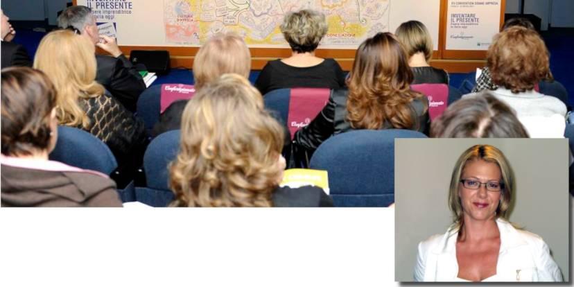 Un'assemblea di Donne Impresa e, a destra, Daniela Rader