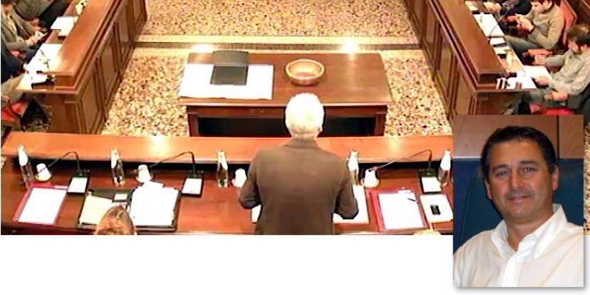 Un momento della seduta del consiglio comunale del 3 maggio a Schio e nel riquadro il presidente Nerio Dalla Vecchia