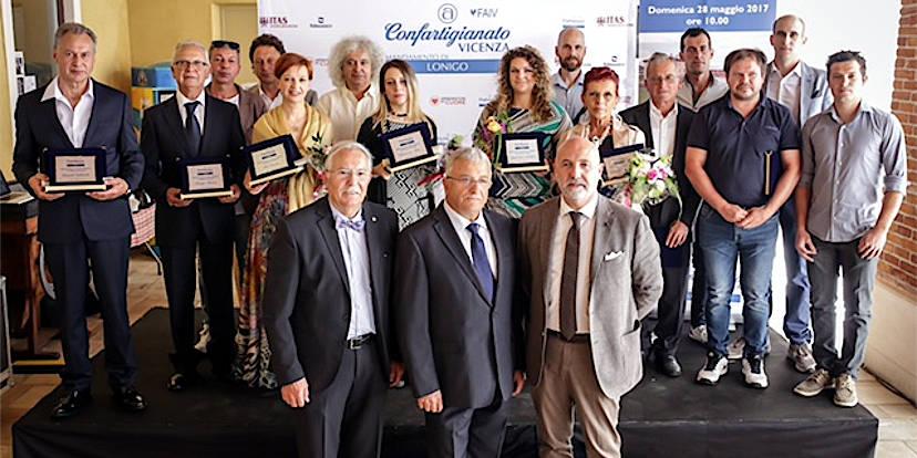 Il gruppo dei premiati: in primo piano Gianpietro Sbalchiero, Luigino Bari e Gianluca Cavion